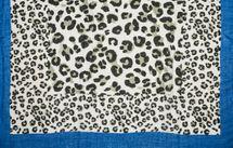 styleBREAKER Damen Schal mit großem und kleinem Leoparden Muster Print, farbigem Streifen und Fransen, Tuch 01016176 – Bild 18