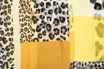 styleBREAKER Damen Loop Schal mit Leoparden Animal Print Muster und Color Blocking Farbflächen, Schlauchschal, Tuch 01016182 – Bild 12