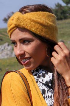 styleBREAKER Damen Feinstrick Stirnband mit weicher Oberfläche und Twist Knoten Detail, warmes Winter Haarband, Headband 04026043 – Bild 18