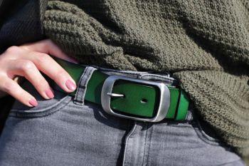 styleBREAKER Unisex Leder Gürtel Unifarben mit glänzender Oberfläche und gebürsteter Schnalle, kürzbar 03010104 – Bild 22