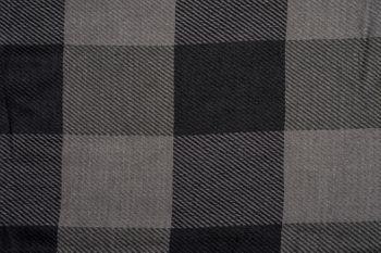 styleBREAKER Unisex Karo Schal mit zweifarbig kariertem Streifen Muster und Fransen, Winter, Tuch 01017108 – Bild 10