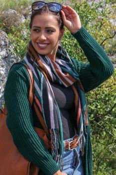 styleBREAKER Unisex Schal mit buntem Streifen Muster und langen Fransen, Colour Blocking, Winter, Stola 01017113 – Bild 13