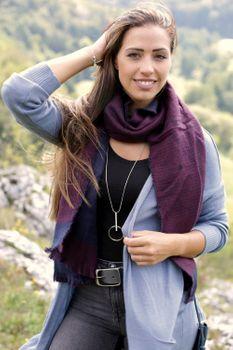 styleBREAKER Unisex Schal mit Hahnentritt Muster und Fransen, Pepita, Winter 01017117 – Bild 16