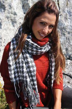 styleBREAKER Damen Schal mit Pepita Karo Hahnentritt Muster und Fransen, Winter, Stola 01017122 – Bild 13