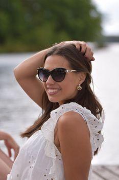 styleBREAKER Damen Sonnenbrille in Katzenaugen Form mit Polycarbonat Gläsern und Metall Bügel, Cat-Eye Brille 09020111