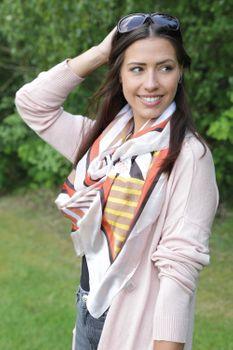 styleBREAKER Damen Schal leicht und seidig mit gestreiften geometrischen Flächen, Stola, Halstuch, Tuch 01016198 – Bild 19