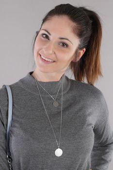styleBREAKER Damen Edelstahl Layer Halskette 2-reihig mit glitzernden Medaillons, Ankerkette, Kette, Schmuck 05030065 – Bild 9