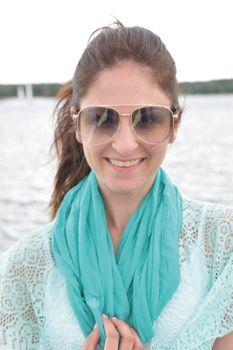styleBREAKER Damen Piloten Sonnenbrille mit Strass Applikation, getönte Polycarbonat Gläser und Metall Gestell 09020119