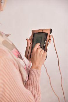 styleBREAKER Damen Touchscreen Handytasche einfarbig mit Druckknopf, Schultertasche, Umhängetasche, Mini Bag 02012369