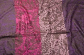 styleBREAKER flowers, hibiscus blossoms, paisley pattern, loop tube scarf, warm and soft quality 01018058 – Bild 11