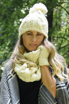 styleBREAKER scarf, cap and glove set, braid pattern knit scarf with Bobble Cap and gloves, women 01018208 – Bild 69