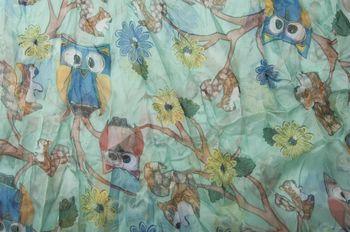 styleBREAKER Eulen, Eichhörnchen und Blumen Muster Loop Schlauchschal, Crash and Crinkle, seidig leicht, Damen 01016092 – Bild 4
