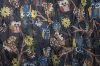 styleBREAKER Eulen, Eichhörnchen und Blumen Muster Loop Schlauchschal, Crash and Crinkle, seidig leicht, Damen 01016092 – Bild 2