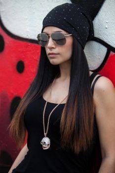 styleBREAKER Damen Beanie Mütze mit edler Strass-Nieten Applikation, Longbeanie Slouch 04024037 – Bild 49