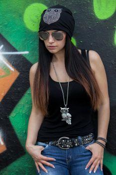 styleBREAKER klassische Beanie Mütze mit Strass Eulen Applikation, Damen 04024039 – Bild 26
