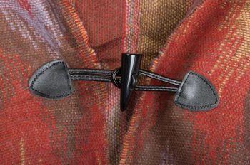 styleBREAKER Poncho im Azteken, Ethno Design mit Kapuze und Knebelknopf Verschluss, Umhang Cape, Damen 08010006 – Bild 3
