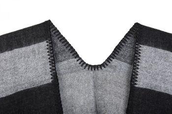 styleBREAKER striped pattern poncho, drape coat, reversible poncho, ladies 08010009  – Bild 10