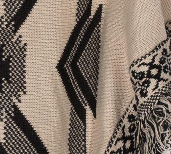 styleBREAKER aztec style knitted poncho, inka pattern, fringed, round-necked, fine knit, ladies 08010011 – Bild 4