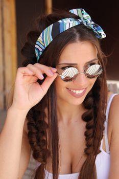 styleBREAKER runde Sonnenbrille mit schmalem Metall Gestell, Retro Design, Bügel mit Federscharnier, Unisex 09020065 – Bild 6