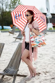 styleBREAKER beach bag with colourful feather print and zipper, sling bag, shopper, spa bag, ladies 02012059 – Bild 4