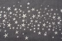 styleBREAKER Loop Schal mit glitzerndem Metallic Sterne All Over Print Muster, Schlauchschal, Tuch, Damen 01016118 – Bild 11