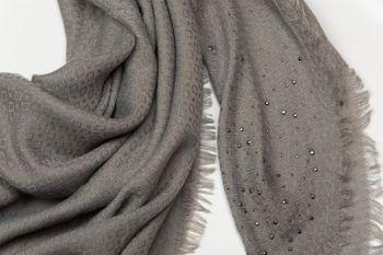 styleBREAKER square kerchief with jacquard pattern and rhinestone rivets, chequer fringed scarf, women  01016122 – Bild 2