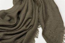 styleBREAKER square kerchief with jacquard pattern and rhinestone rivets, chequer fringed scarf, women  01016122 – Bild 10