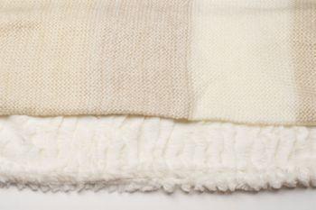 styleBREAKER Streifen Muster Wellen Strickloop Schal mit Kunstfelleinsatz, Strickschal, Damen 01018142 – Bild 12