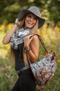 styleBREAKER Rucksack Handtasche mit trendigem Ethno Muster, Boho Style, Tasche, Unisex 02012122 – Bild 7