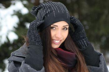 styleBREAKER Damen Beanie Mütze mit Strass Nieten im edlen Streifen Design, Slouch Longbeanie 04024086