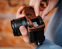 Kamera Handgriff für Olympus Pen-F handgefertigt aus Walnuss Holz und Aluminium Bild 3