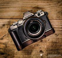 Kameragriff für Olympus E-M5 Mark II handgefertigt aus Walnuss Holz & Aluminium Bild 2