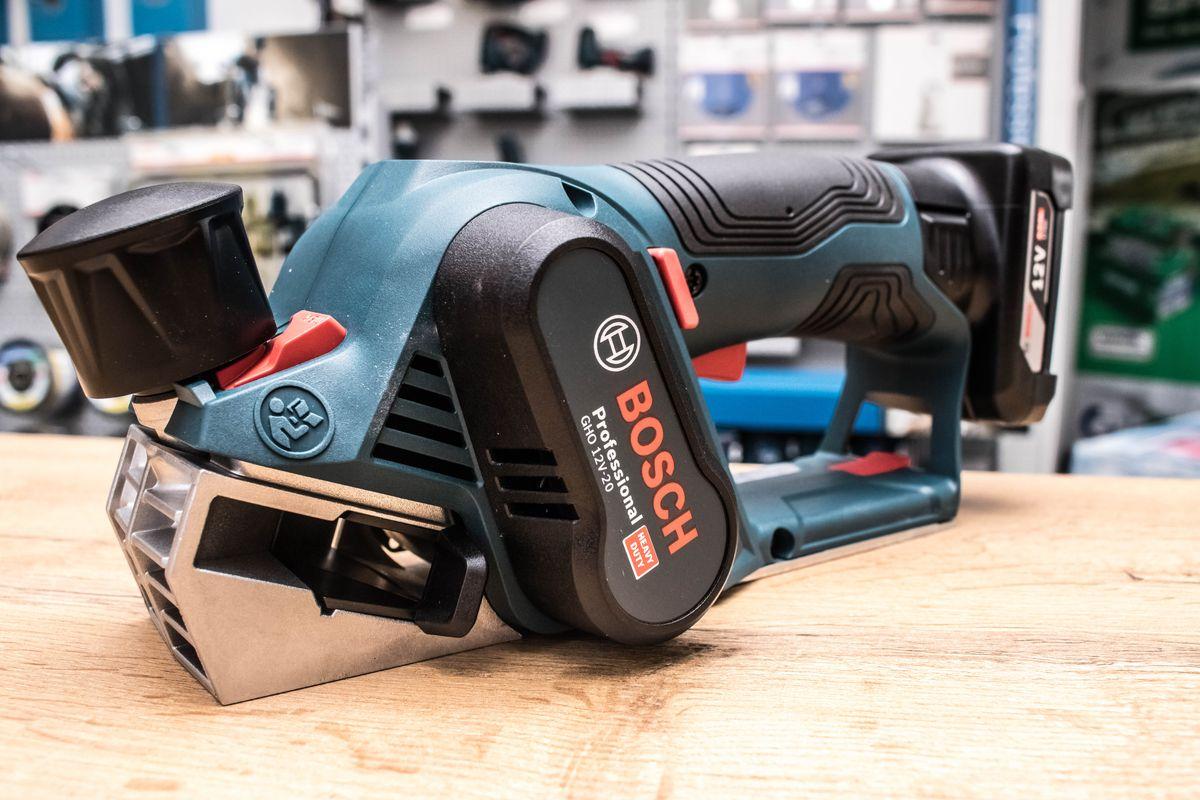 Neuheit: Bosch bringt mit der GHO 12V-20 den ersten 12 Volt Akku-Hobel auf den Markt!