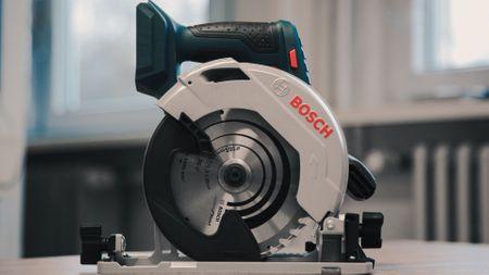 Bosch Professional: Die Akku-Handkreissäge GKS 18V-57 G. Flexibel - Robust - Ergonomisch - einfach Bosch!