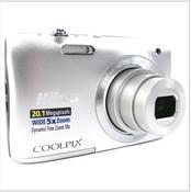 >> KOMPONENTE << Nikon S 2900 Silber Digitalkamera: ohne original Akku & Lader