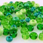 70 große Rocailles Glasperlen 5-7mm Perlen Mix grün Bastelperlen Beads -749