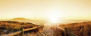 Daxiao Productions: Sonnenuntergang Panorama von einem Strand in der Nähe von Kapstadt, Afrika. - Glasbild – Bild 1