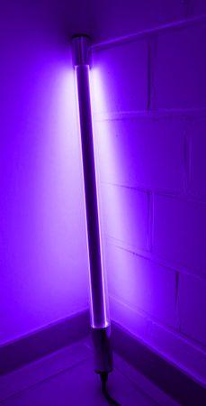 LED Leuchtstab 18 W 123 cm IP-44 Blendschutz Viole -#9663 – Bild 1