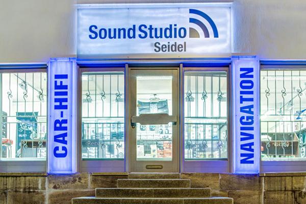 Car Media & Smartphone Service in Fulda