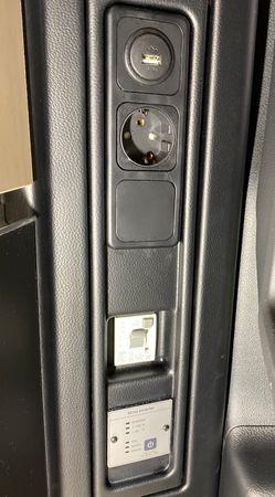 230V / 600-1200 Watt Dauerstrom, komplett unsichtbar verbaut - originale Steckdose in Energiesäule an Spannungswandler -  230V für Mercedes Marco Polo (W447) ab BJ2014 autark Strom in deinen Camper - inkl. Einbau – Bild 1