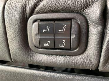 Mercedes-Benz Marco Polo W447 Schalterrahmen Sitzverstellung in Rückbank - Mercedes-Benz Original-Teile   – Bild 1