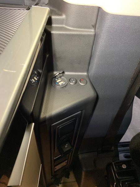 Zusätzliche 12V Steckdosen und USB Steckdosen in der Küchenzeile des Mercedes Marco Polo - inkl. Einbau