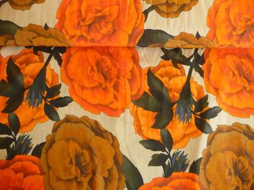 Viskosestoff, riesige Blumen, orange, braun