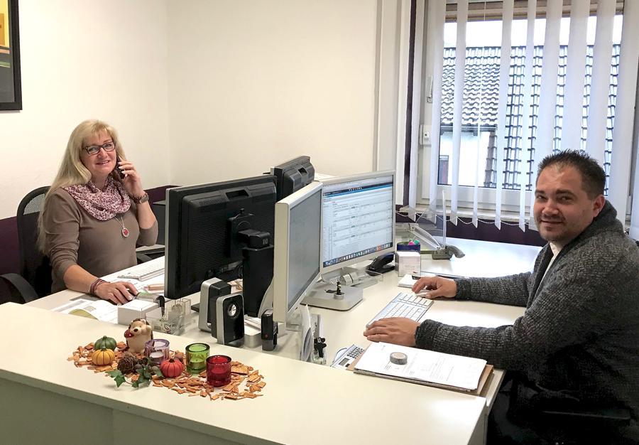 Sylvia und Branko im Büro - Spielhagen oHG in Sprockhövel