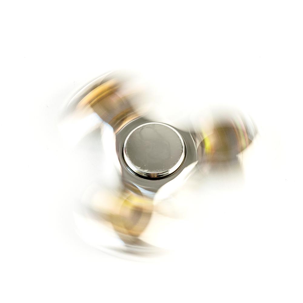 ds24 spinner in silber messing metallic hand spinner fidget spinner de frei haus action spinner. Black Bedroom Furniture Sets. Home Design Ideas