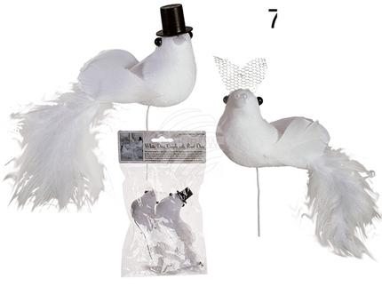 719188 Weißes Taubenpaar auf Stab mit Federn & Perlendeko, ca. 14 x 5 cm, 2er Set im Polybeutel mit Headercard