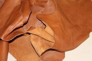 1 kg Lederreste - hellbraun / braun - handgroß bis größer