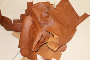 9 kg Lederreste - hellbraun / braun - handgroß bis größer