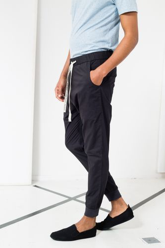 ThokkThokk Break TT38 Summer Pants Man black/dark grey made of organic cotton // Organic and Fair
