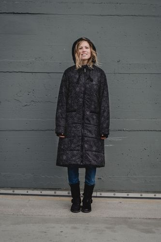 ThokkThokk Felttip TT2003 Kapok Coat Woman white/black // Sustainable, Fair, Vegan and Recycled